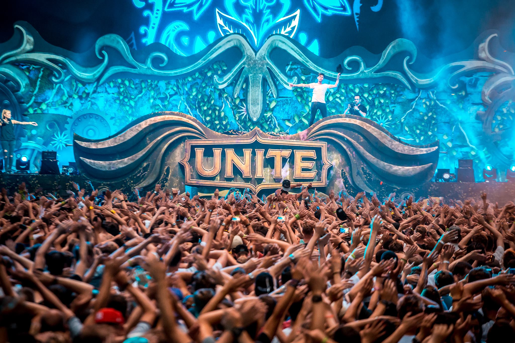 music crowd unite with tomorrowland ride and seek ticket giveaway