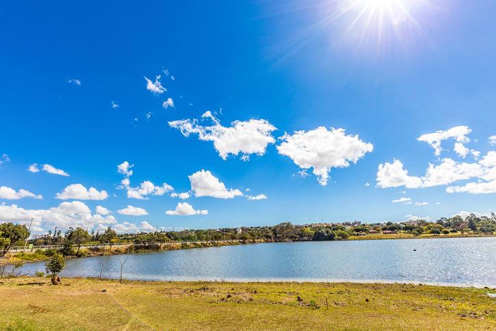 Parque do Sabiá em um dia ensolarado em Uberlândia