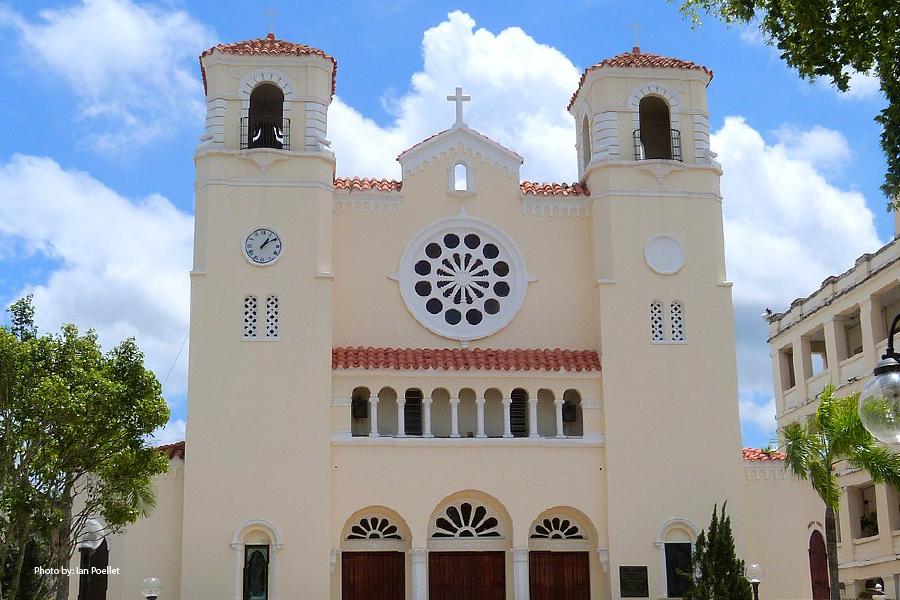 Fachada de la Catedral Dulce Nombre de Jesús