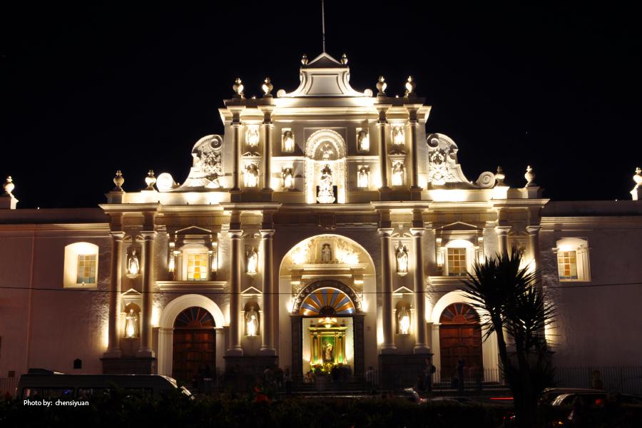 La Catedral de San José de noche