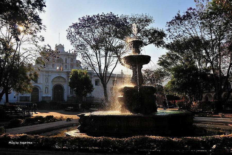 Fuente en el Parque Central de Antigua Guatemala