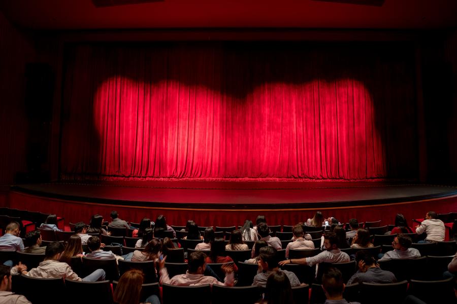 Gente en el teatro en Zona Rosa