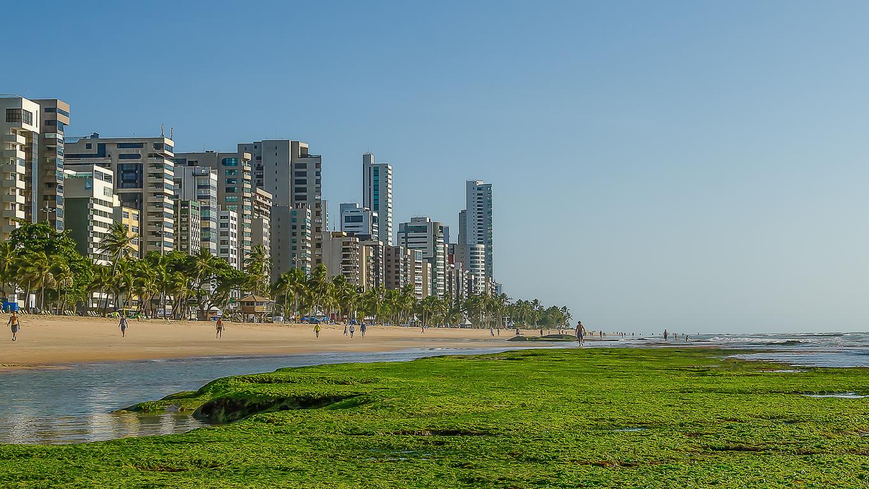 Praia da Boa Viagem num dia de sol