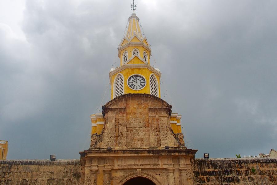 Imagen frontal de la Torre del Reloj