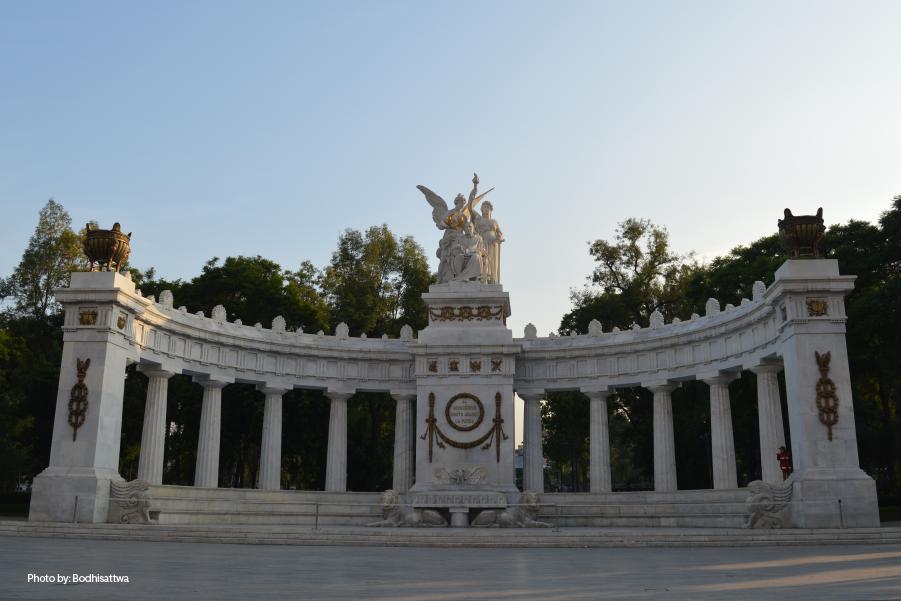 El monumento Hemiciclo a Juárez, en la Alameda Central, un lugar importante para tomar fotos en CDMX.