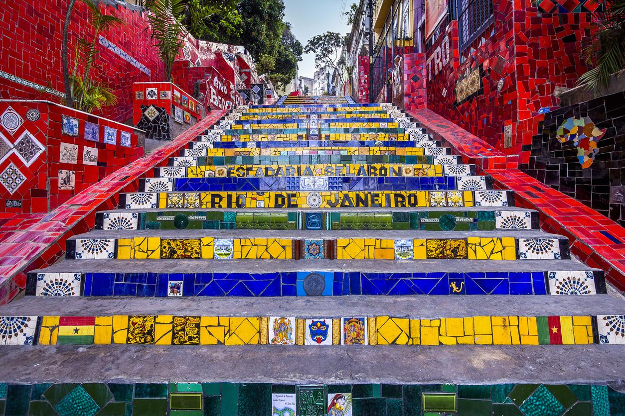 Escadaria Selarón localizada em Santa Teresa, no Rio de Janeiro.