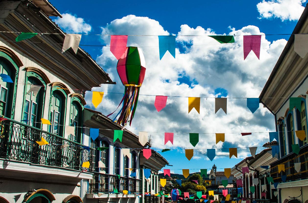 Bandeiras nas ruas de Recife para as festas juninas