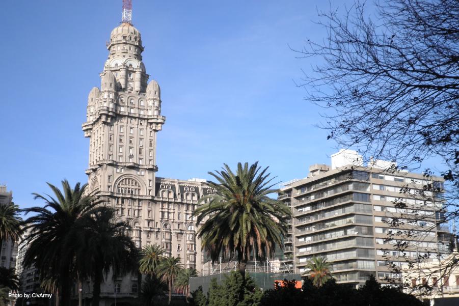 Fachada del Palacio Salvo, Uruguay.