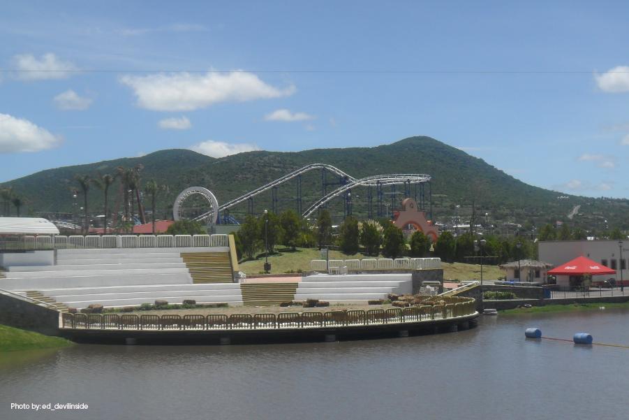 Vista hacia las diferentes atracciones del Parque Bicentenario, en Querétaro México.