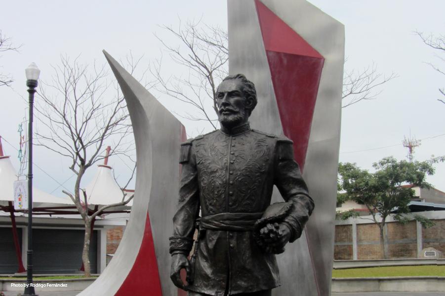 Escultura en Parque General Tomás Guardia, Alajuela.