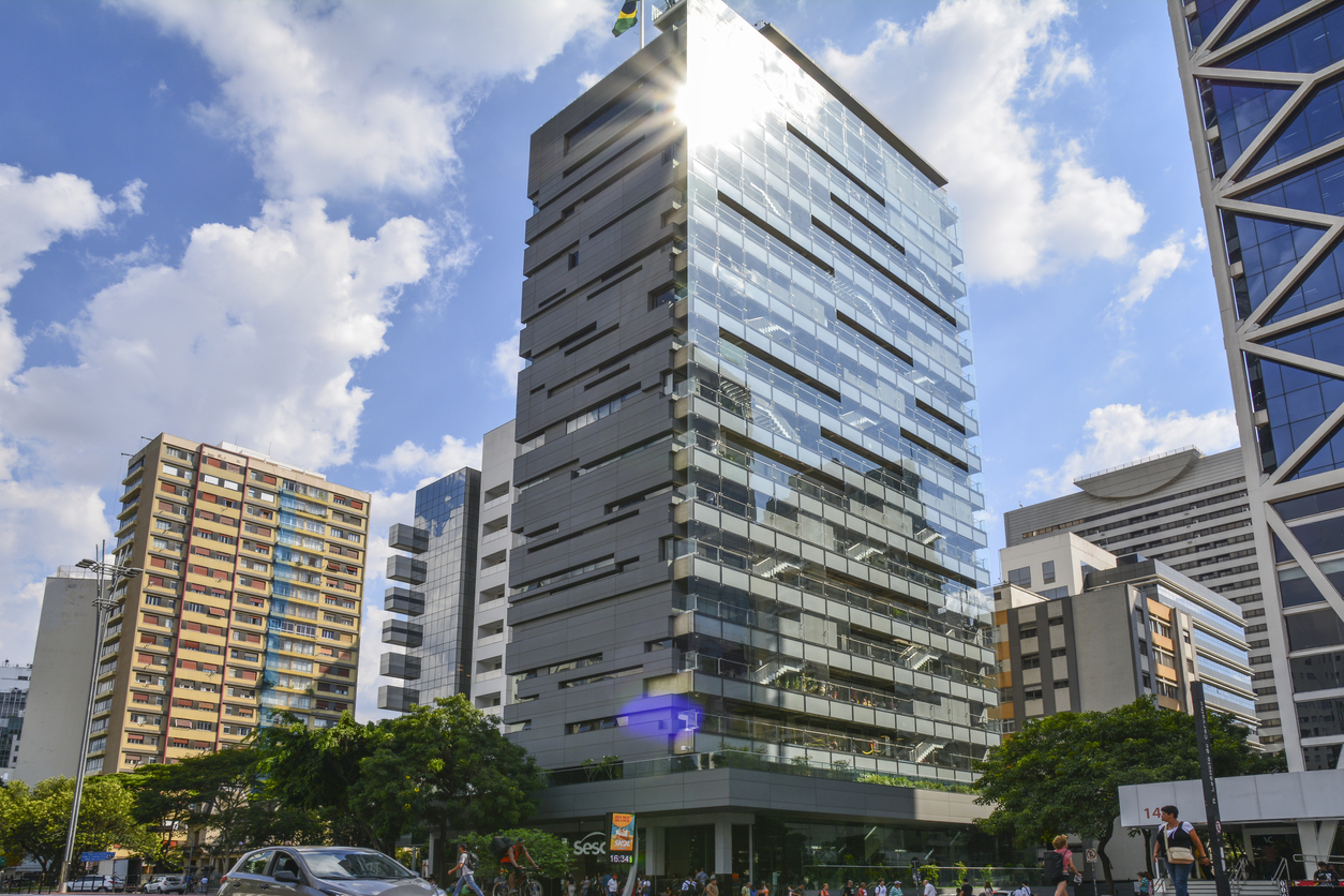 Arquitetura do edifício do SESC Avenida Paulista, espaço cultural em São Paulo, Brasil