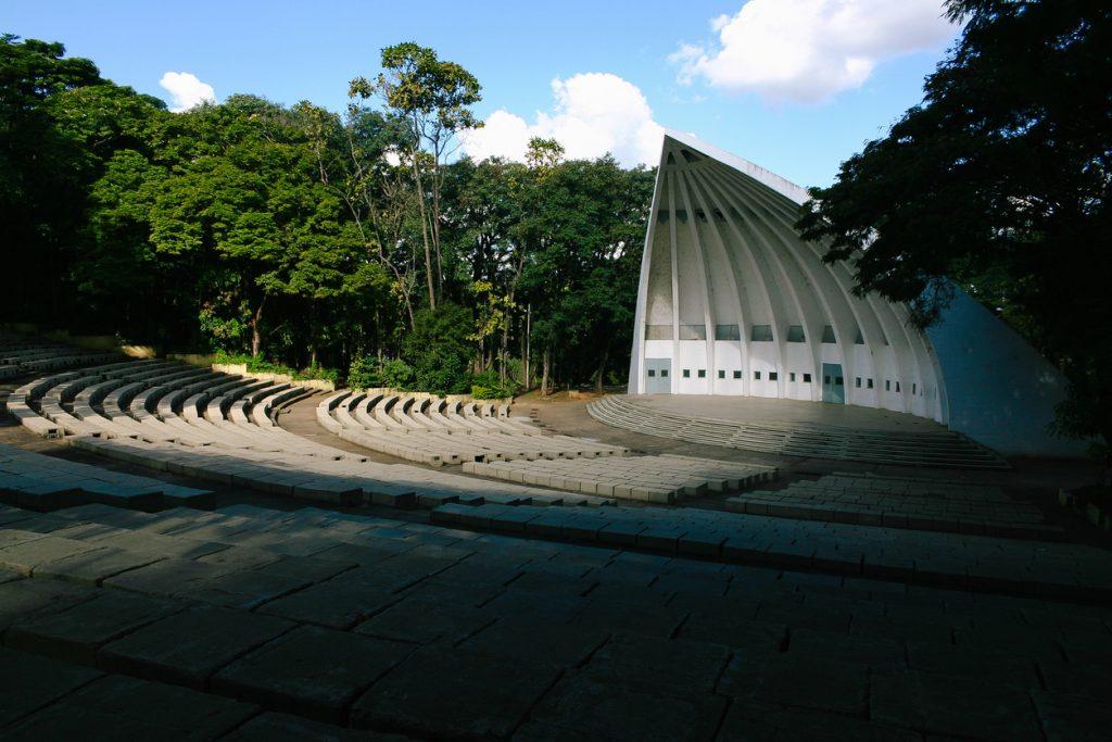 Fachada do Auditório Beethoven, em Campinas, Brasil.