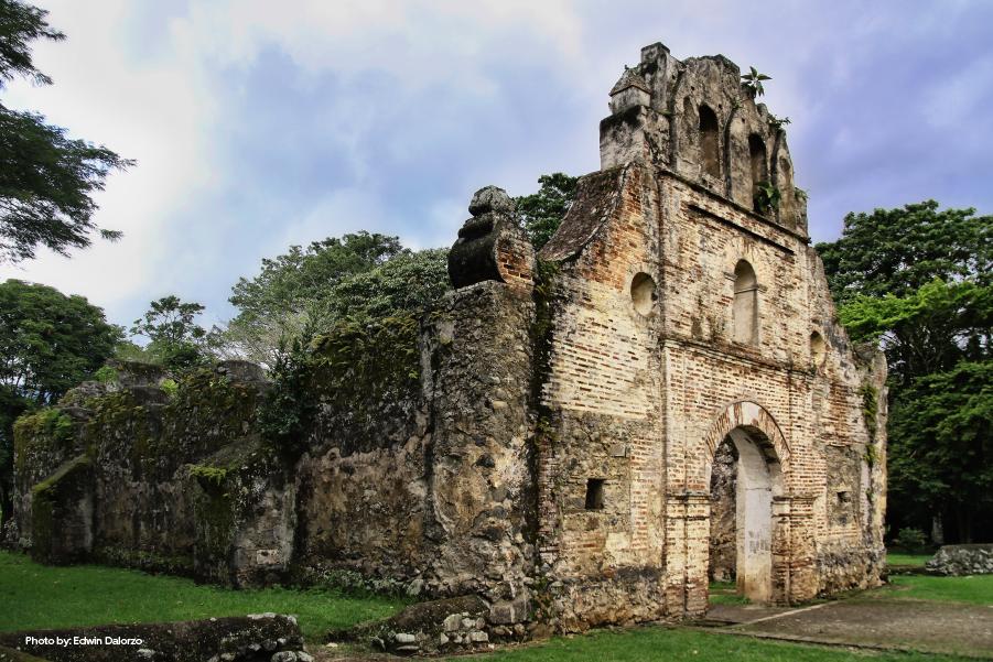 Fachada de las Ruinas de Ujarrás