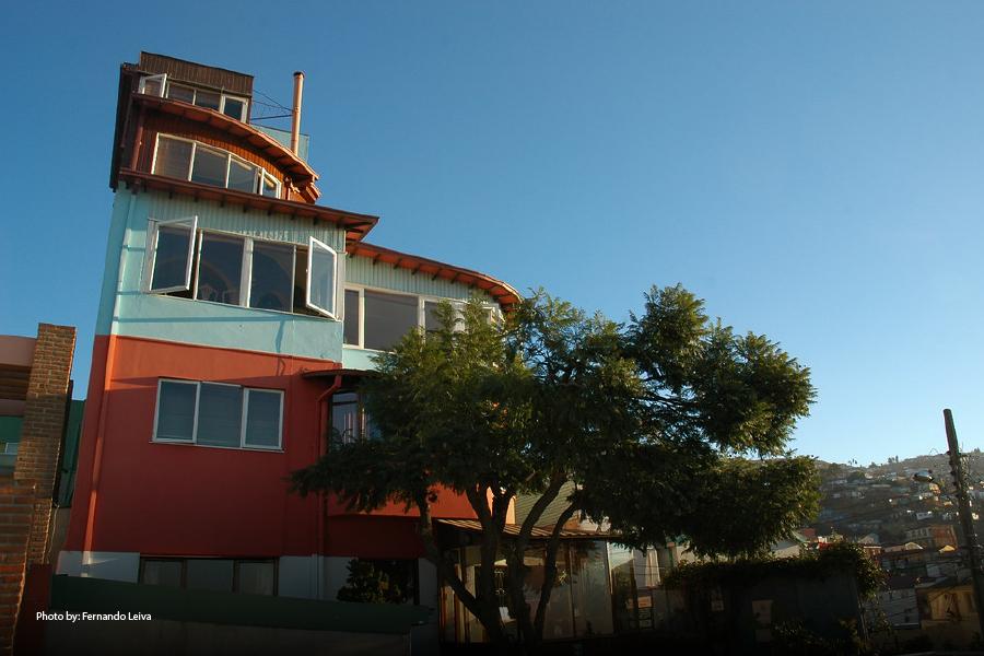 Colorida fachada del museo La Sebastiana
