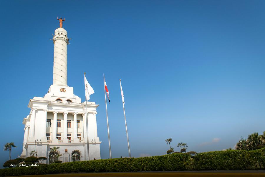 Imagen del monumento a los Héroes de la Restauración en un día soleado