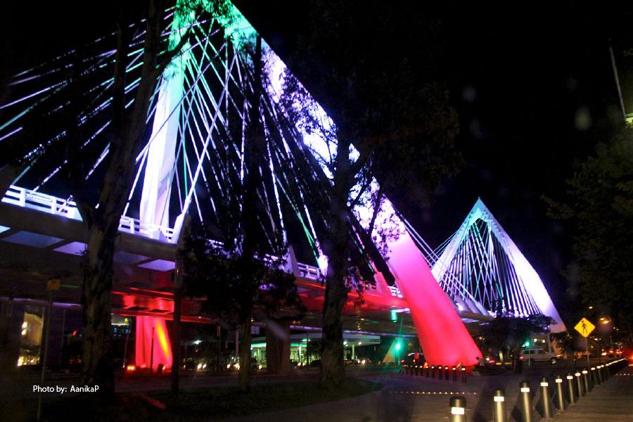 Panorámica del puente Matute Ramos de noche
