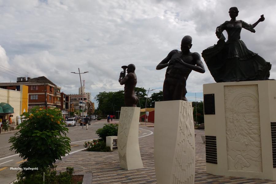 Estatuas en la plaza cultural del Sinú