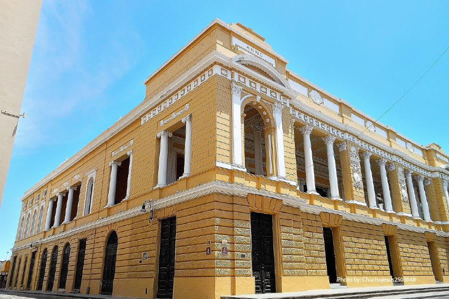 Fachada del teatro Jose Peón Contreras en Mérida